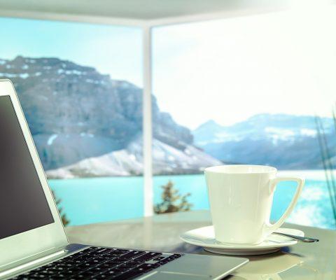 Find en måde at tjene penge på, mens du er ude at rejse